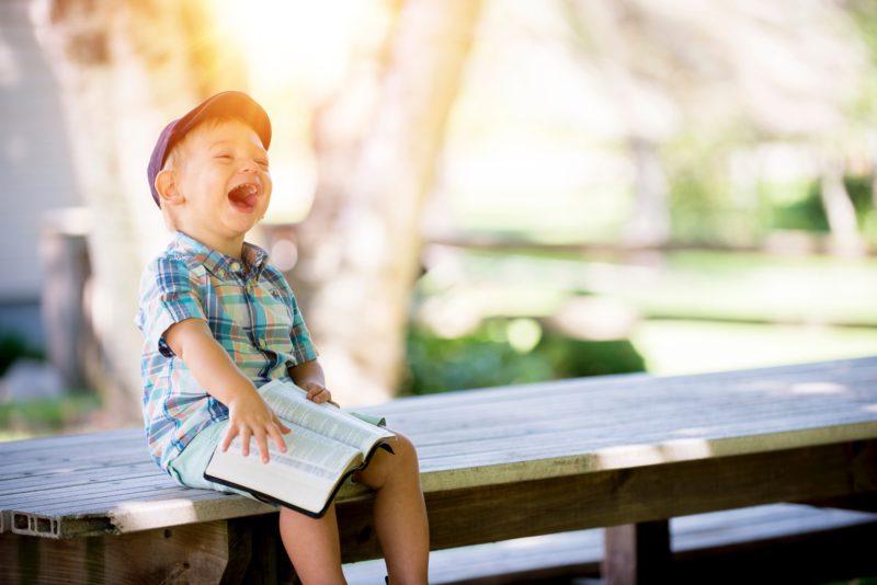 kind boek lachen